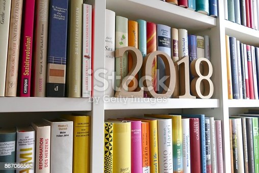 istock Year 2018 standing on library shelf 867066562