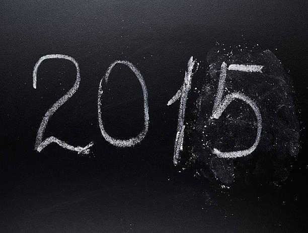 jahr zahl 2015 auf der tafel - sprüche zum firmenjubiläum stock-fotos und bilder