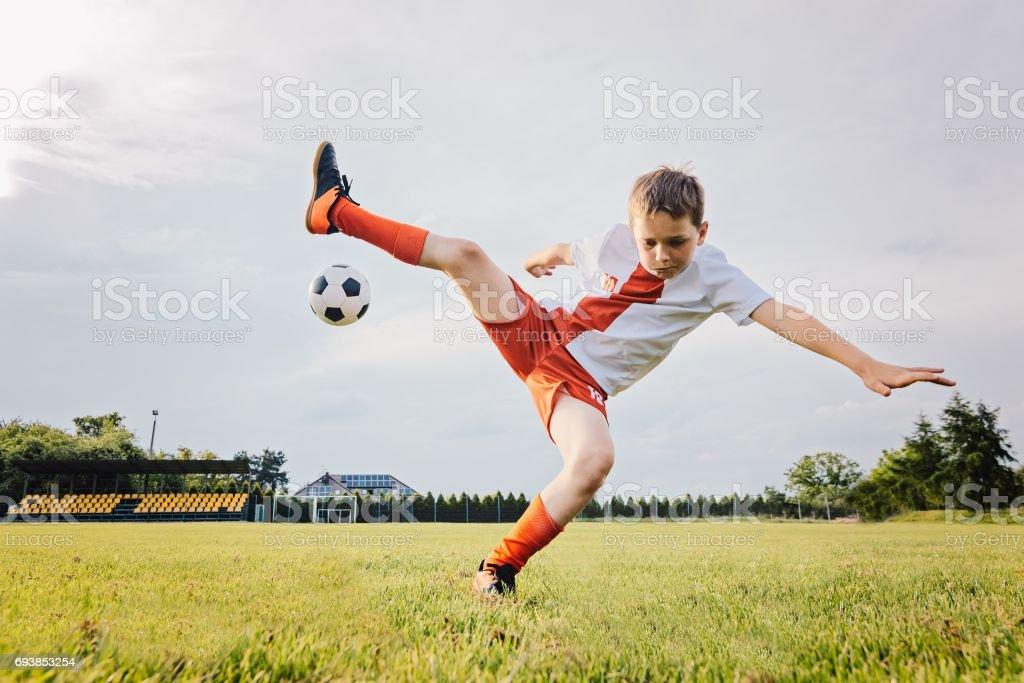 Fotografia De Nino De Nino De 8 Anos Jugando Futbol Y Rollos En Y