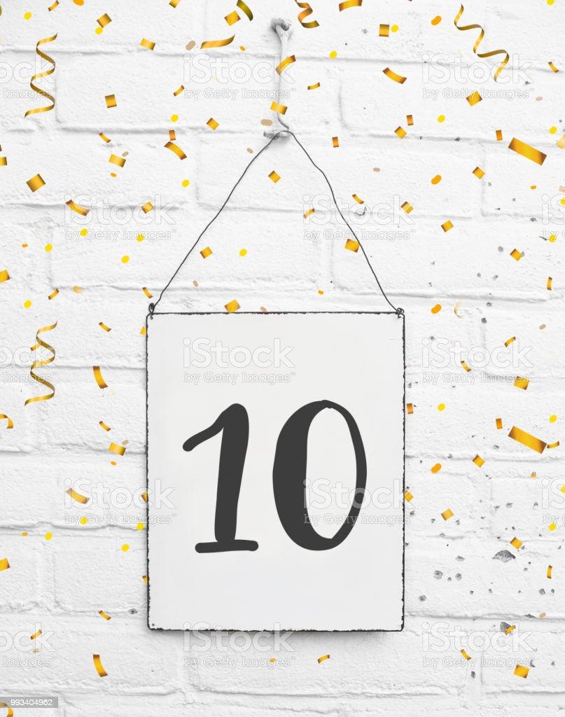 Photo Libre De Droit De 10 Ans Vieux Joyeux Anniversaire Partie Carte Texte Avec Des Confettis Or Numero Dix Banque D Images Et Plus D Images Libres De Droit De Anniversaire Istock