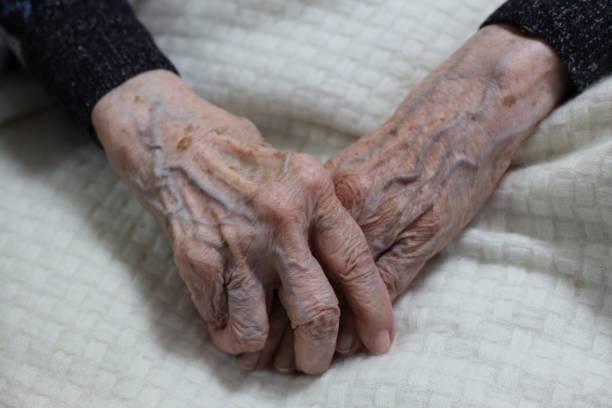 102歲的女人的手圖像檔