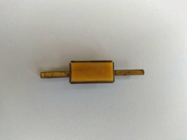 gelber amber vintage tie clip - krawattennadel stock-fotos und bilder