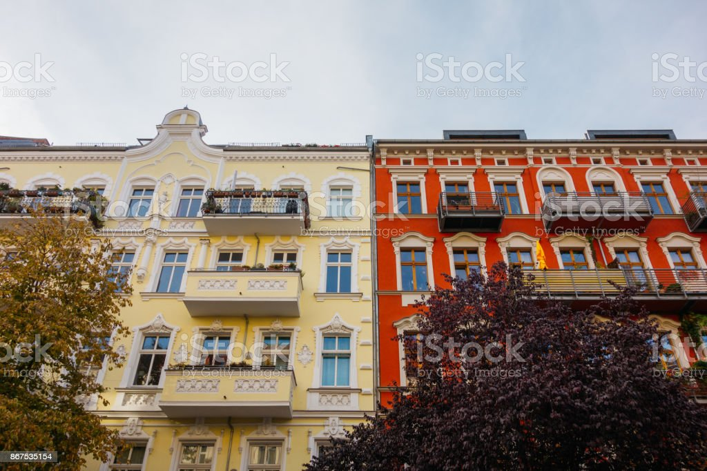 Gelb Und Rot Die Gebaude Mit Schonen Fassade Stockfoto Und