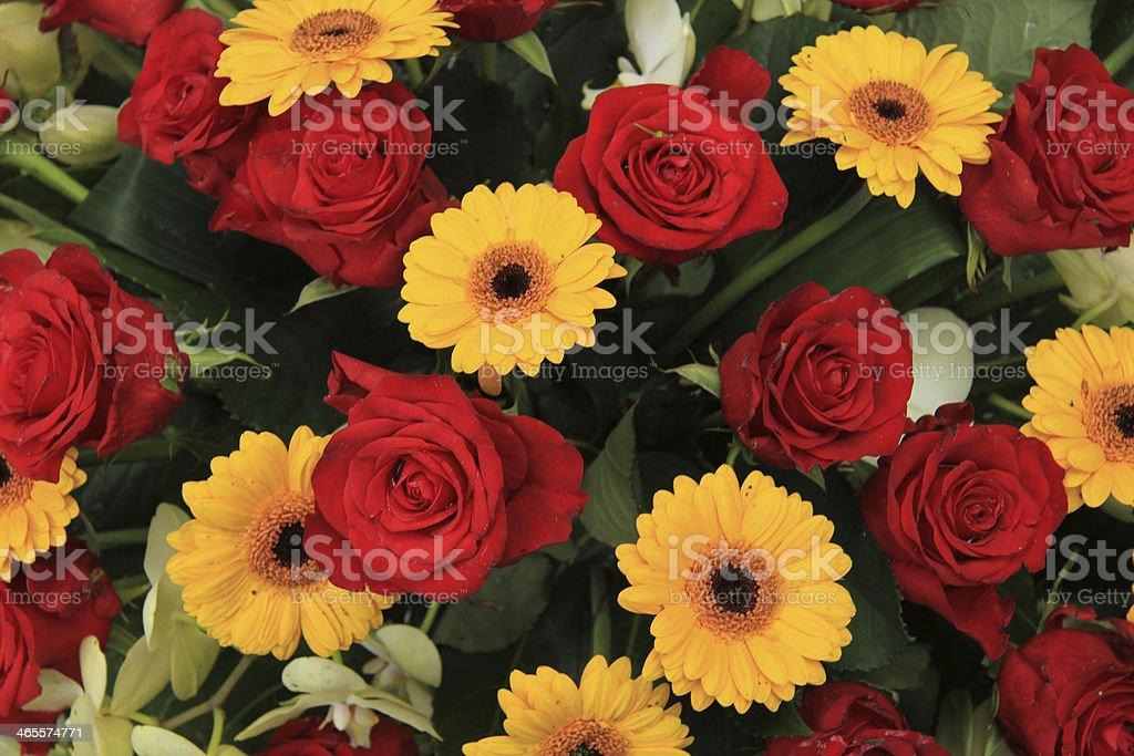 Color Rojo Y Amarillo Flores En Un Arreglo De Boda Foto De Stock Y Más Banco De Imágenes De Amarillo Color Istock