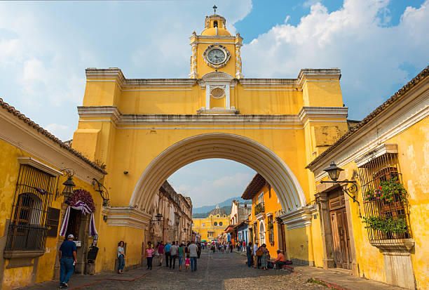 Yellow arch in Antigua - foto de stock