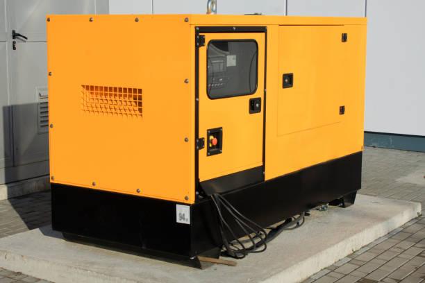 generador diesel auxiliar amarillo para la energía eléctrica de emergencia - generadores fotografías e imágenes de stock