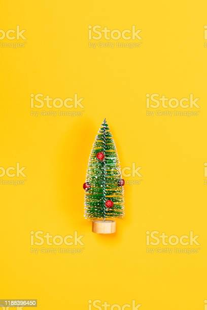 Yellow background with christmas tree picture id1188396450?b=1&k=6&m=1188396450&s=612x612&h=hirvqn3p58slefj0l3ujmuvu o1kvac24kbh7ql0dbg=