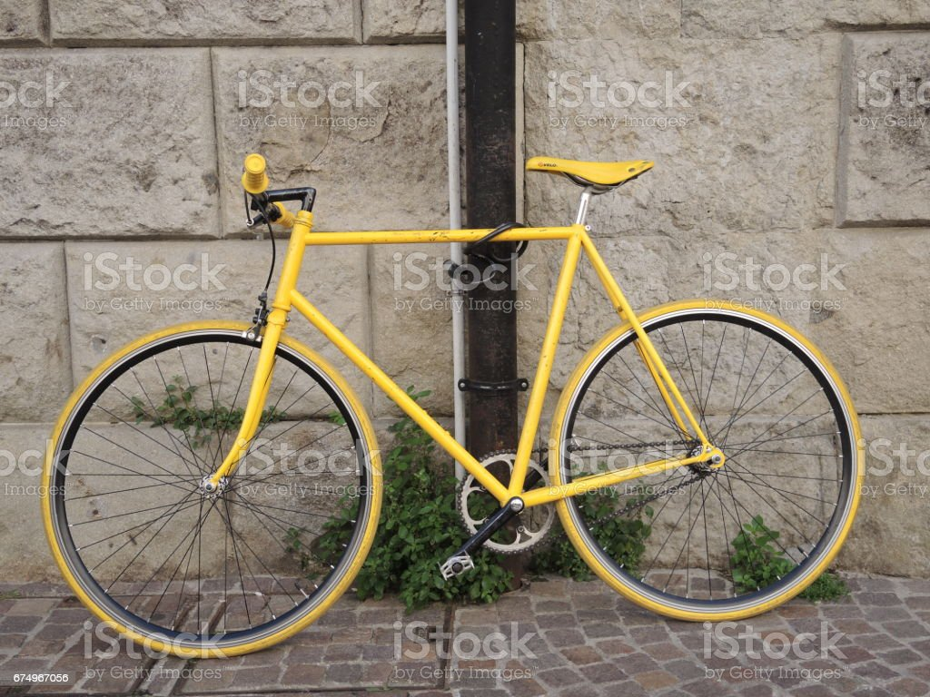 Bicicletta Gialla Stock Photo Download Image Now Istock