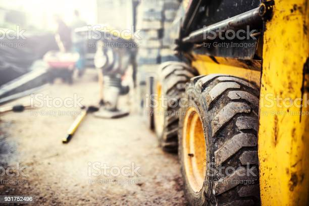 Yellow bobcat on a construction site picture id931752496?b=1&k=6&m=931752496&s=612x612&h=eiodia5wsmt54zyy5sjy77vcxjdsakp gusqnejtjma=