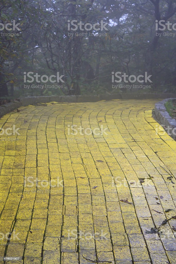 Foto De Yellow Brick Road E Mais Fotos De Stock De Amarelo Istock