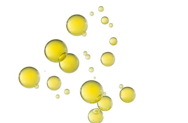gelbe bubbles - öl tropfen stock-fotos und bilder