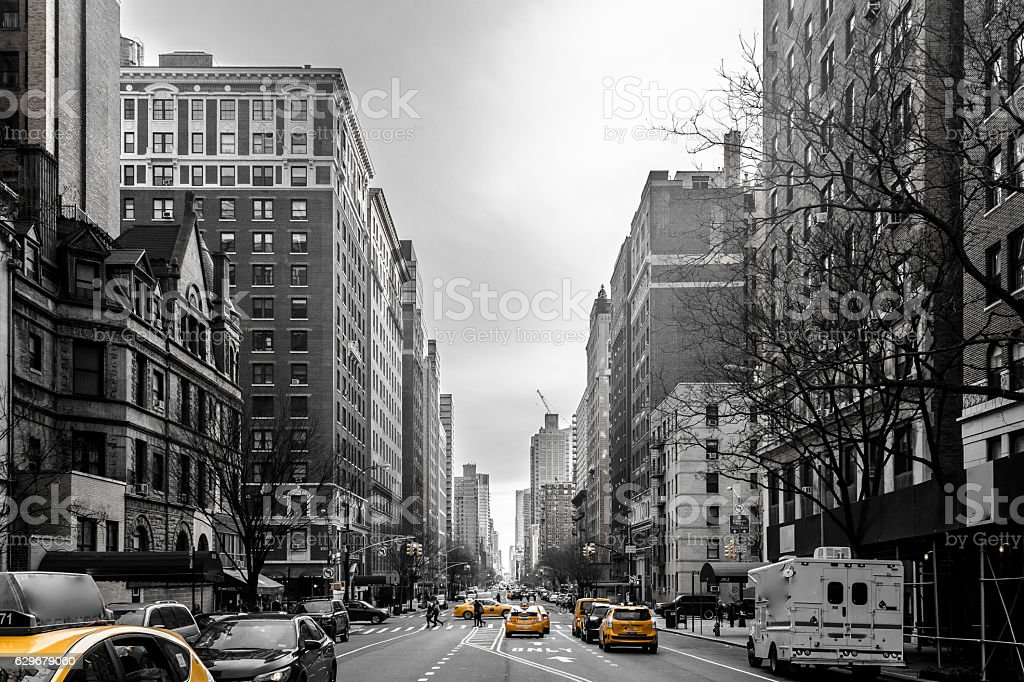 Yellow cabs at Upper West Site of Manhattan, New York - foto de acervo