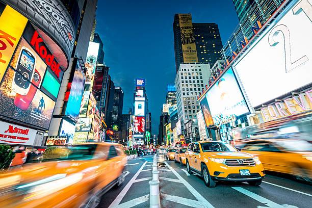 Táxis amarelos Times Square, Nova York - foto de acervo