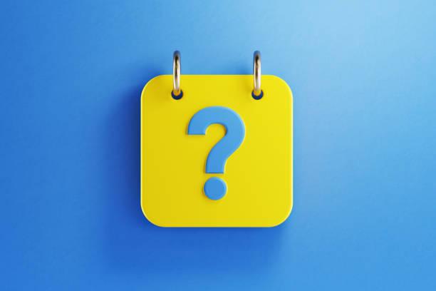 Gelber Kalender mit blauem Fragezeichen auf blauem Hintergrund – Foto