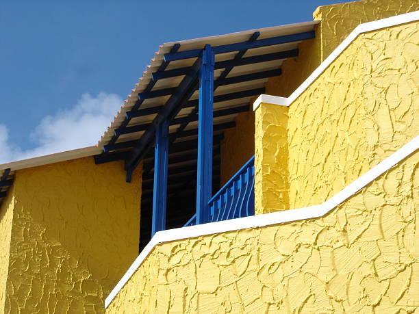 yellow caribbean house on bonaire - fsachs78 stockfoto's en -beelden