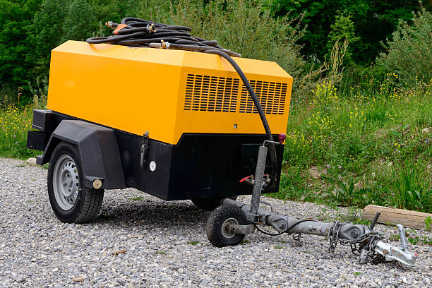 yellow compressor site a yellow compressor site on gravel compressor stock pictures, royalty-free photos & images