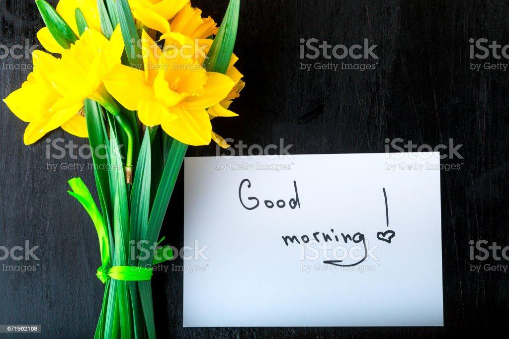 Gelbe Narzisse Blumen Und Guten Morgen Auf Weißem Rustikalen Tisch ...
