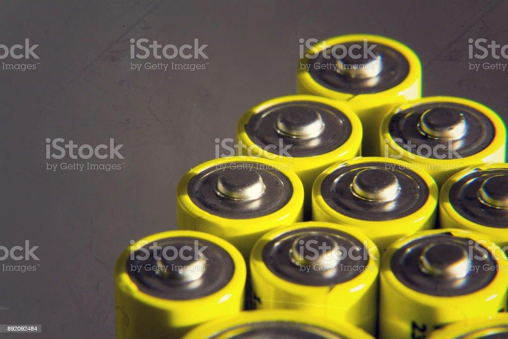 Doppelte eine Reflexion im Spiegel, Strom Speicherkonzept Batterien gelb – Foto