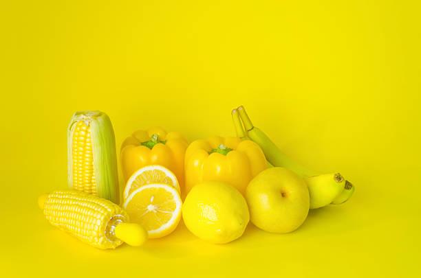 jaune fruits frais - fond couleur uni photos et images de collection