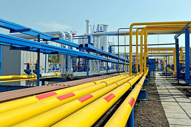 yellow gas pipes - gas stockfoto's en -beelden