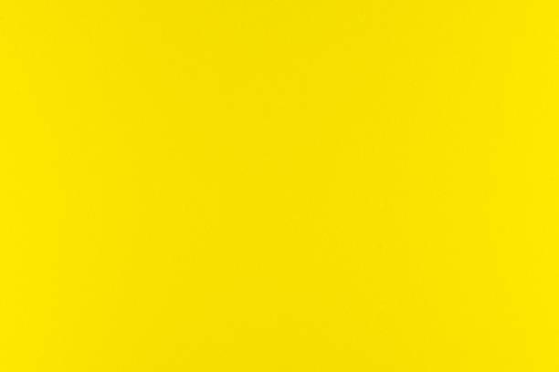 Gelbe Farbfarbe mit Textur aus echtem Schaumschwammpapier für Hintergrund, Kulisse oder Design. – Foto