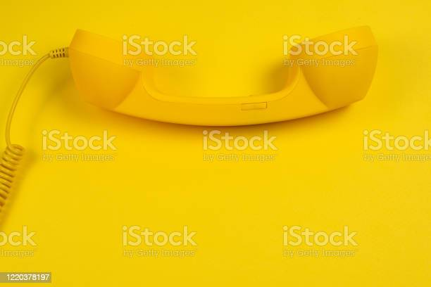 Yellow handset on yellow background picture id1220378197?b=1&k=6&m=1220378197&s=612x612&h=g rqgjjft8evfxbuvt ltjs9fw 2boxtcgvn9zeydak=