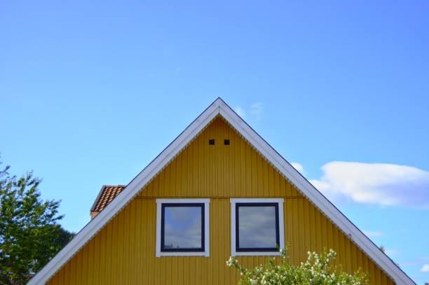 gelbe house - fensterfront stock-fotos und bilder