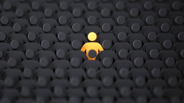 gelbe menschliche form unter den dunklen. aus dem crowd-konzept heraus - individualität stock-fotos und bilder