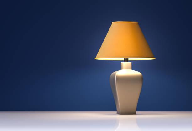 żółta lampa na niebieskim tle - wnętrze - renderowanie 3d - lampa elektryczna zdjęcia i obrazy z banku zdjęć