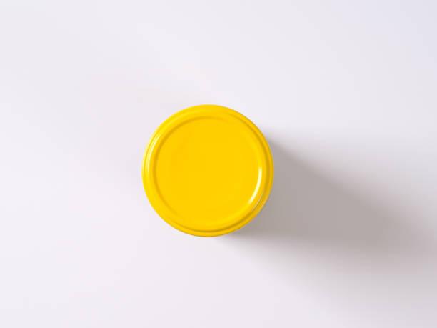 항아리에 노란색 뚜껑 - 뚜껑 뉴스 사진 이미지