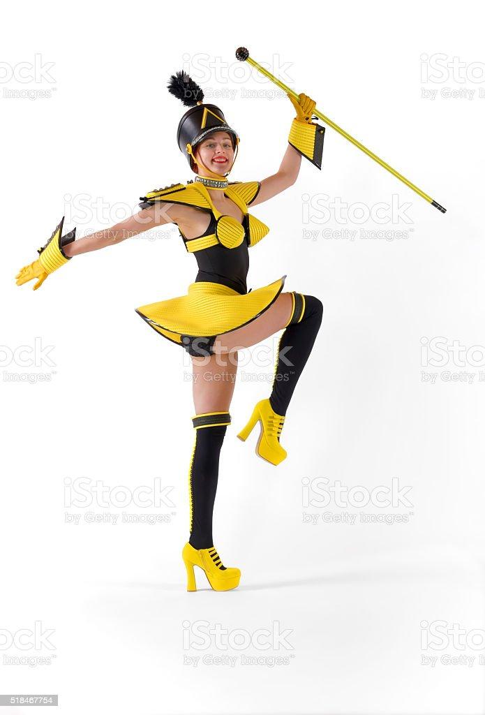 Marchando Chica siete amarillo - foto de stock