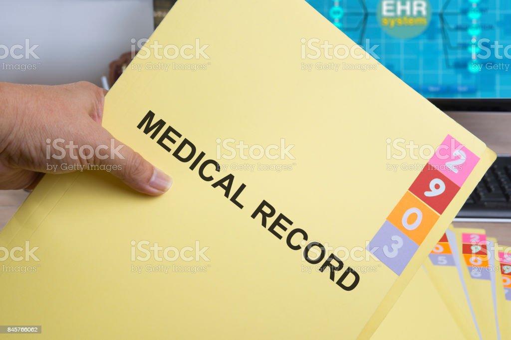 Amarela pasta registro médica. - foto de acervo