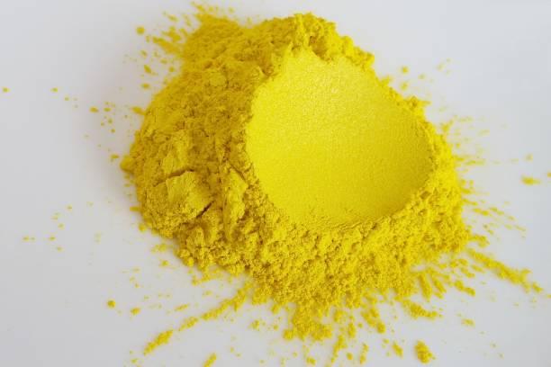 yellow mica pigment powder cosmetic supplies - łupek łyszczykowy zdjęcia i obrazy z banku zdjęć