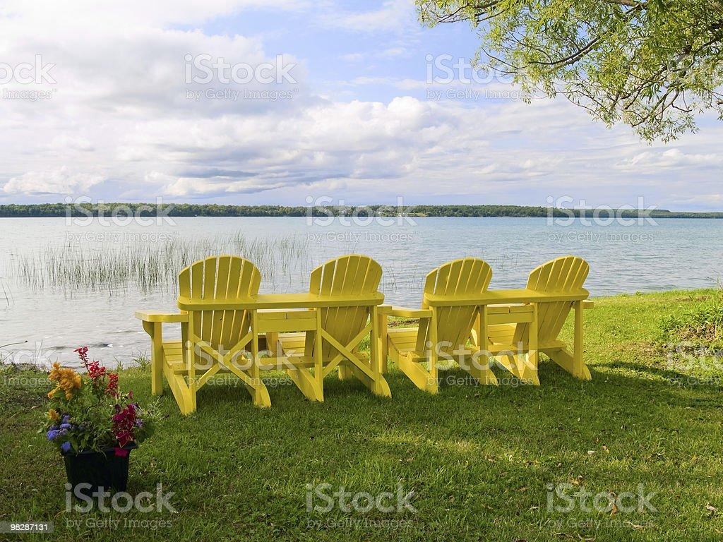 Giallo sedie Muskoka foto stock royalty-free