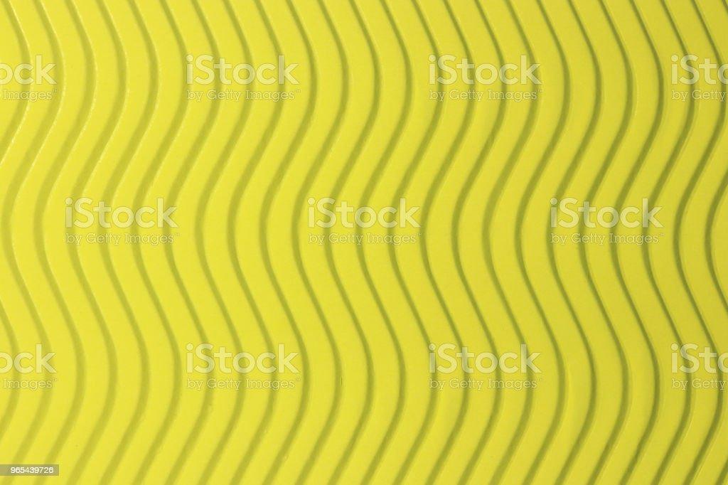 Textura de ondas verticais de papel amarelo. Ondas em relevo sobre fundo documento detalhado. Ondulada do cenário de papelão ondulado. - Foto de stock de Abstrato royalty-free