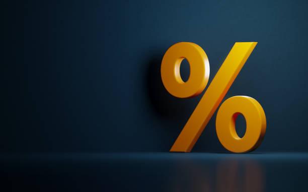 Símbolo de porcentagem amarelo sobre fundo azul escuro - foto de acervo