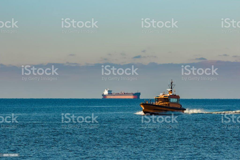 Yellow pilot ship foto stock royalty-free