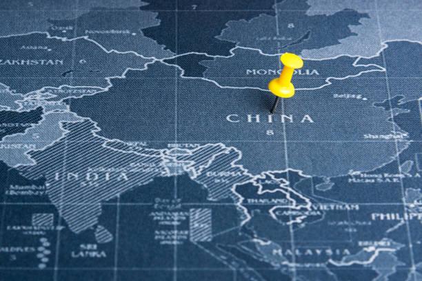 Gelbe Nadel auf der Welt-Karte-Pin in China Länder. Welt weites System Geschäftskonzept. – Foto