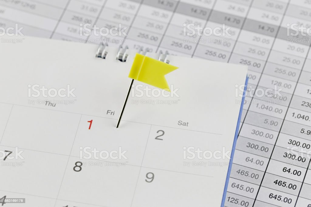 Yellow Pins to Wildcats on the calendar beside the number red color of first. Lizenzfreies stock-foto