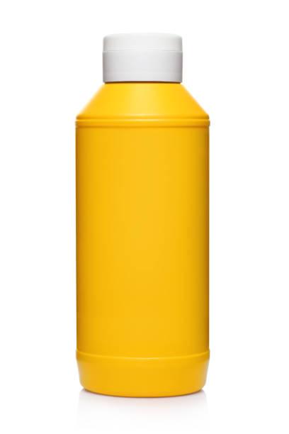 garrafa de mostarda de plástico amarelo em branco - squeeze bottle - fotografias e filmes do acervo