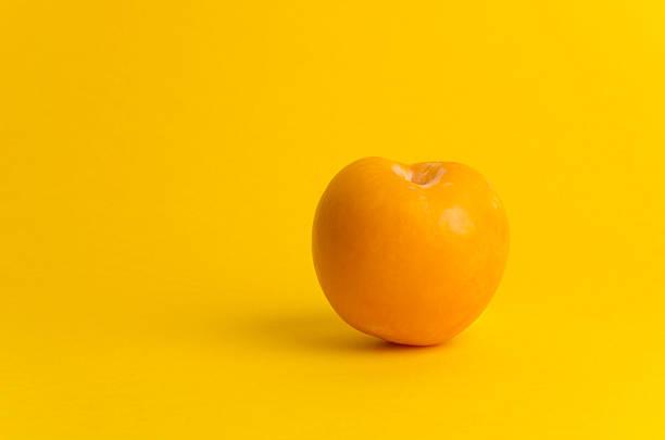 prune jaune - mirabelle photos et images de collection