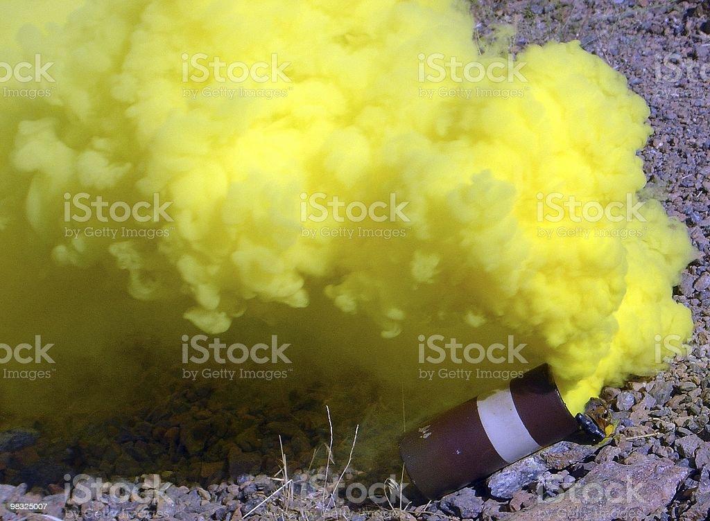 El humo amarillo - foto de stock