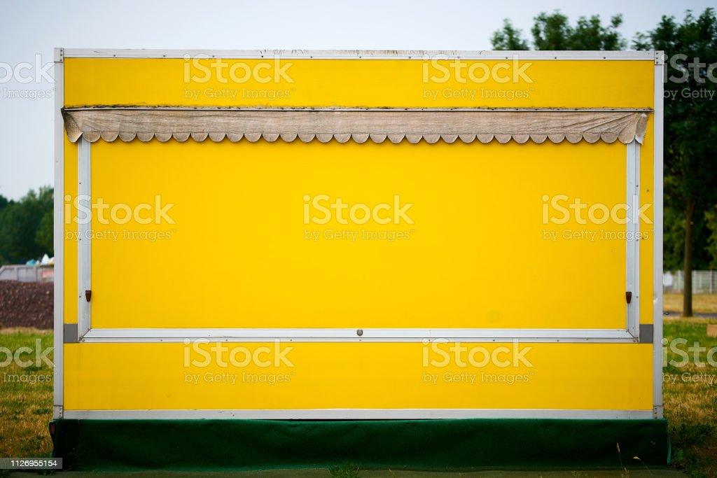 gelben Stall für Obst und Gemüse – Foto