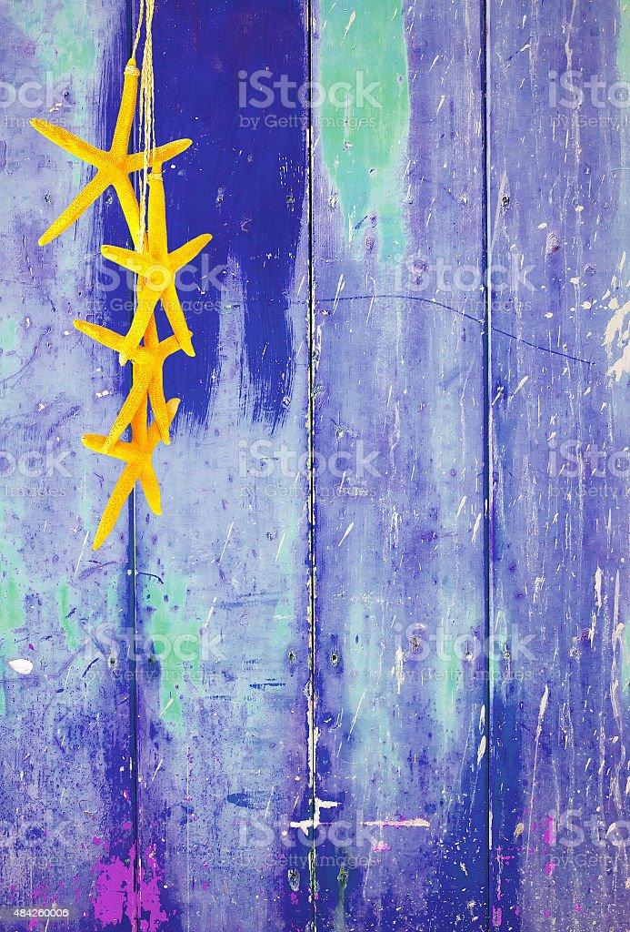 Estrela-do-mar Amarelo no Fundo azul - foto de acervo