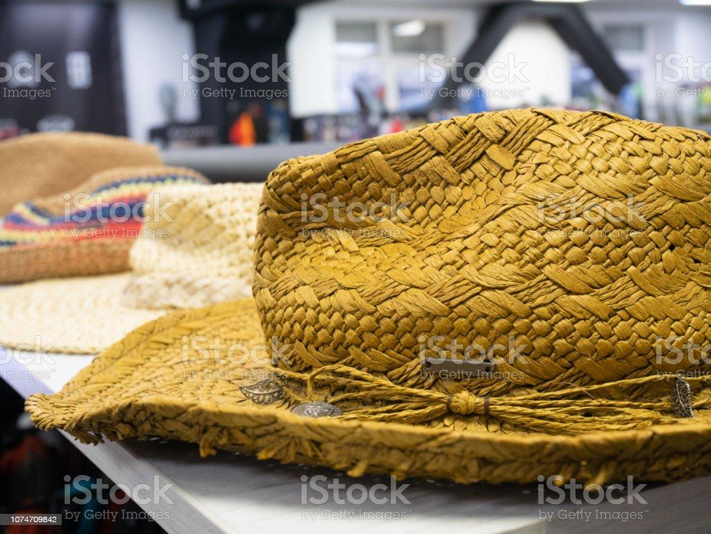 meilleur choix prix spécial pour grandes variétés Photo libre de droit de Jaune Paille Chapeau De Cowboy ...