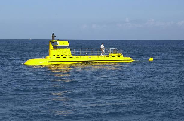 yellow submarine - u boote stock-fotos und bilder