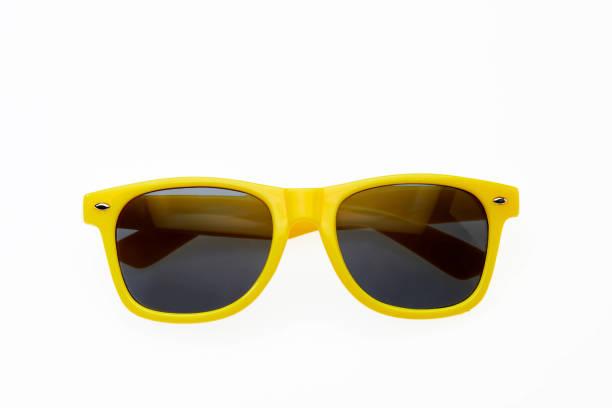 Gelbe Sonnenbrille auf weißem Hintergrund – Foto