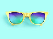 多色レンズと黄色のサングラス