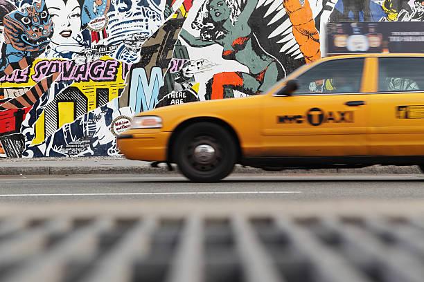 NYC yellow taxi und Wandgemälde Wand auf die Houston Street – Foto
