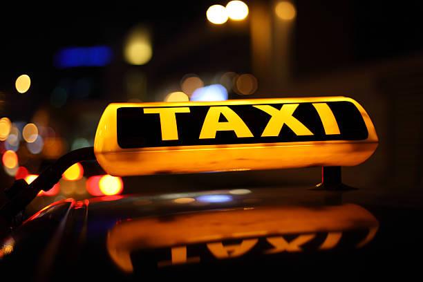 Gelbes taxi-Schild – Foto